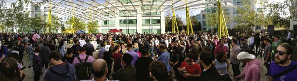 A photograph of hundreds of protestors outside of the Google headquarters in Sunnyvale, California. It is very crowded.